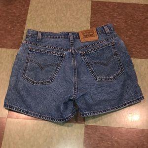 Vtg Levi's high rise USA denim shorts 8 10